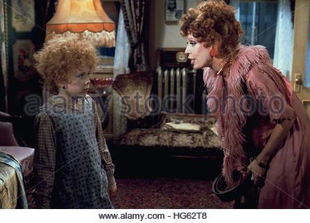 ANNIE (1982) - pictured:  L-R: Aileen Quinn, Carol Burnett - Stock Photo