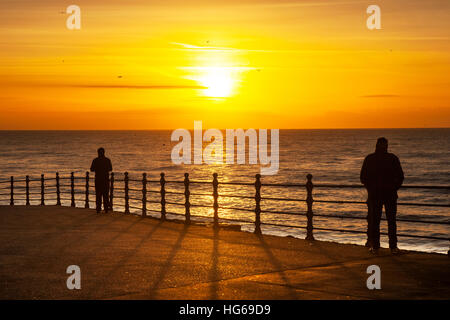 Blackpool, Lancashire, UK. Uk Weather. 4th January, 2017. People enjoying the Sunset at Blackpool, as the sun sets on sunny January day. Clear skies mean a widespread sharp frost is expected. © MediaWorldImages/Alamy Live News Stock Photo