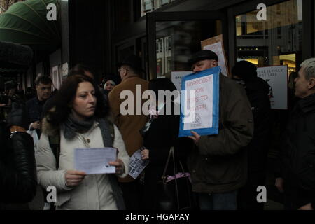 London, UK. 7th January 2017. Protesters demonstrate outside Harrods department store. The protest was organised - Stock Photo