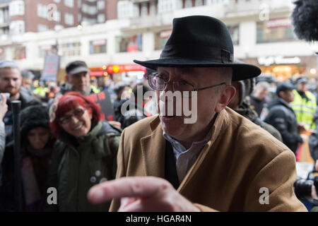 London, UK. 7th January 2017. United Voices of the World union organised the protest outside luxury department store - Stock Photo