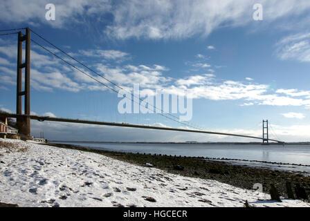 snow, humber bridge, Hessle East yorkshire - Stock Photo