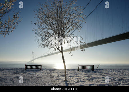 snow, humber bridge, Hessle East yorkshire - Stock Photo