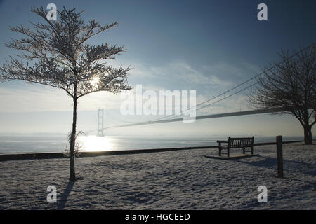 snow covered landscape, Humber bridge, Hessle, east Yorkshire - Stock Photo