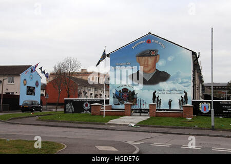 Black cab mural tour to the Shankill Road in west Belfast - Stock Photo