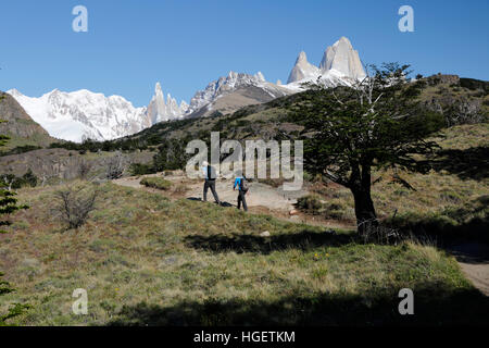 Hikers on trail to Laguna Torre with view of Cerro Torre and Mount Fitz Roy, El Chalten, Patagonia, Argentina, South - Stock Photo