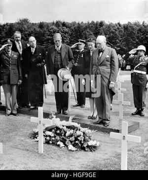 Winston Churchill with son Randolph and daughter Mary laying flowers at the grave of General Patton in a military - Stock Photo