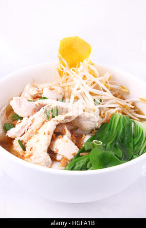 Clear soup noodle with chicken