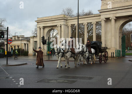 London, UK. 9th January, 2017. Members of the Household Cavalry at Hyde Park Corner during the strike on the London - Stock Photo