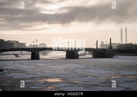 Moscow, Russia. 9th Jan, 2017. A view of the Moskva River ice-bound as frost hits the city. © Stoyan Vassev/TASS/Alamy - Stock Photo