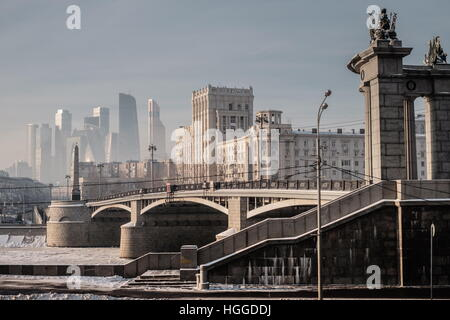 Moscow, Russia. 9th Jan, 2017. A view of the Borodinsky Bridge over the Moskva River ice-bound as frost hits the - Stock Photo