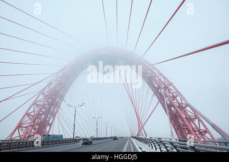 Moscow, Russia. 9th Jan, 2017. A view of the Zhivopisny Bridge [Picturesque Bridge] over the Moskva River, hazed - Stock Photo
