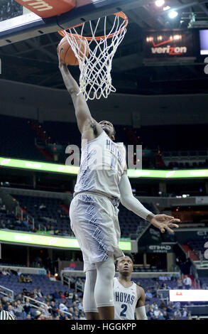 Washington, DC, USA. 9th Jan, 2017.  Georgetown guard L.J. PEAK (0) takes the ball up for a dunk againstSt. John's - Stock Photo