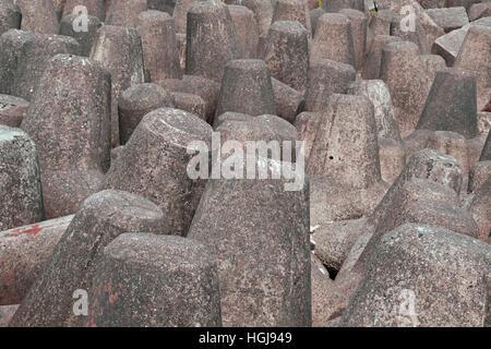 Concrete sea defenses off the southern point of Mumbai harbor - Stock Photo