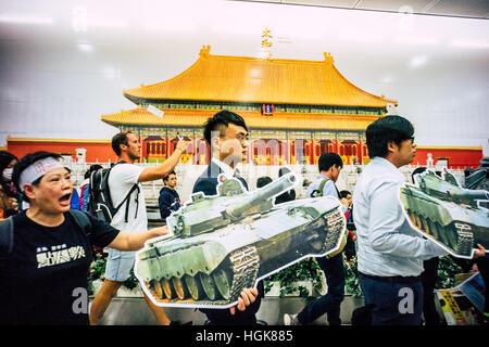 Hong Kong, China. 10th Jan, 2017. MTR Hong Kong Station The 'Forbidden City Wall' linking the Central Station pedestrian - Stock Photo