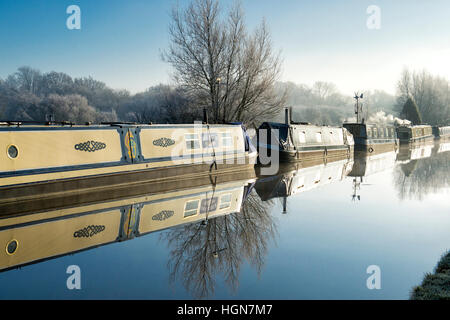 Canal boats on the oxford canal on a frosty December morning. Aynho, Banbury, Oxfordshire, England - Stock Photo