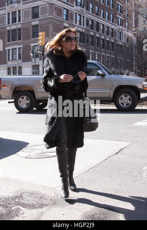 Guest arriving at the Oscar de la Renta fashion show - Stock Photo