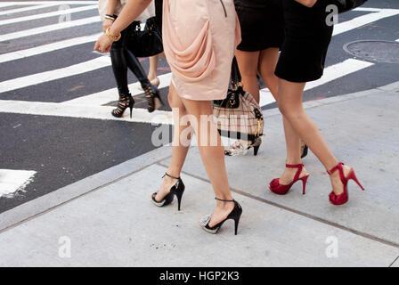 women with high heels walking in new york hgp2k3