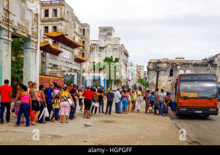 People standing in a queue to get on a bus in Havana, Cuba - Stock Photo