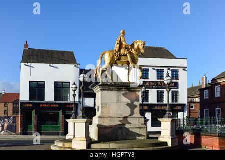 Kingston-Upon-Hull ,East Riding of Yorkshire,UK .'King Billy' statue Market place . - Stock Photo