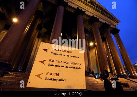 St Petersburg, Russia. 12th Jan, 2017. Direction board by St Isaac's Cathedral. © Alexander Demianchuk/TASS/Alamy - Stock Photo