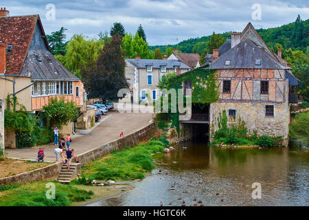 France, Indre (36), Argenton-sur-Creuse, old mill on the river bank Creuse - Stock Photo