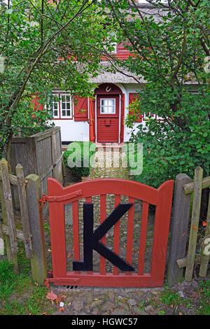 typischer Eingang in ein altes Friesenhaus, Reetdachhaus, Keitum, Sylt, nordfriesische Inseln, Nordfriesland, Schleswig - Stock Photo