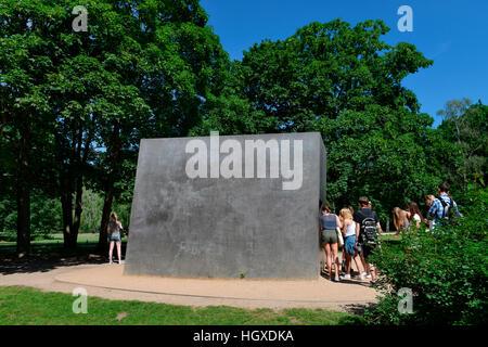 Denkmal fuer die im Nationalsozialismus verfolgten Homosexuellen, Tiergarten, Mitte, Berlin, Deutschland - Stock Photo