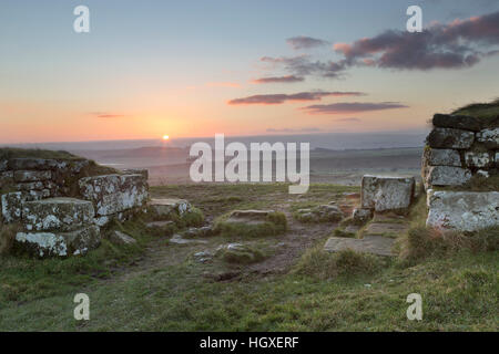 Hadrian's Wall: the south gateway of Milecastle 37, at dawn - Housesteads Crags, Northumberland - Stock Photo