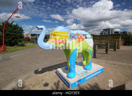 Sheffield artist Alan Pennington's 'Our City' elephant;  outside Park Hill flat's as part of 'Herd of Sheffield' - Stock Photo