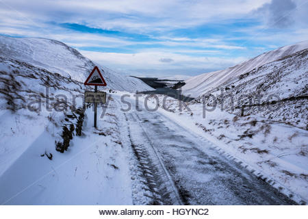 Talla, Tweedsmuir, Selkirk, Scottish Borders, UK. 13th January 2017. Talla Reservoir surrounded by snow in the Scottish - Stock Photo