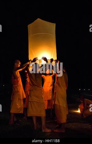 Buddhist monks releasing lanterns, Yeepeng Lanna International Lantern Festival, Lanna Dhutanka, Chiang Mai, Thailand - Stock Photo