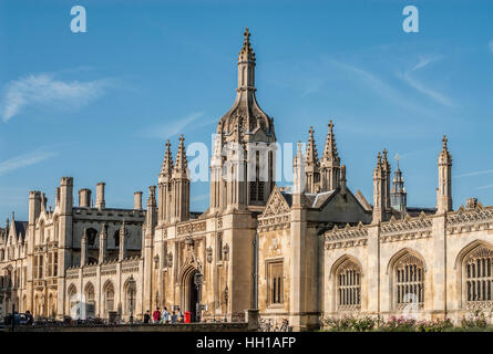 King's College Gate House at the University City Cambridge, England. | King's College Gate House in Cambridge, England - Stock Photo