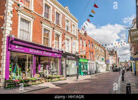 High Street in the historical town centre of Rochester at the River Medway in Kent, South East England. - Stock Photo