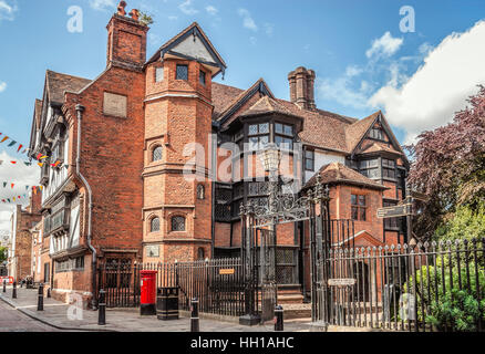 Historic Eastgate House at High Street in the historical town centre of Rochester, Kent, England, UK |  Eastgate - Stock Photo