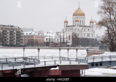 Moscow, Russia. Sunday, January 15, 2017. View of the Moscow river, Prechistenskaya embankment and the Cathedral - Stock Photo