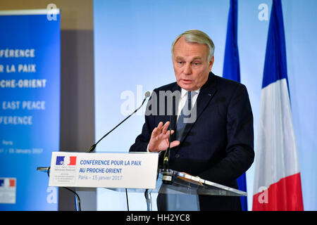 Paris. 15th Jan, 2017. French Foreign Minister Jean-Marc Ayrault addresses a press conference after the Middle East - Stock Photo