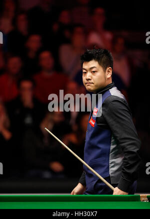 London, UK. 15th Jan, 2017. Liang Wenbo of China competes during the first round match with Ronnie O'Sullivan of - Stock Photo