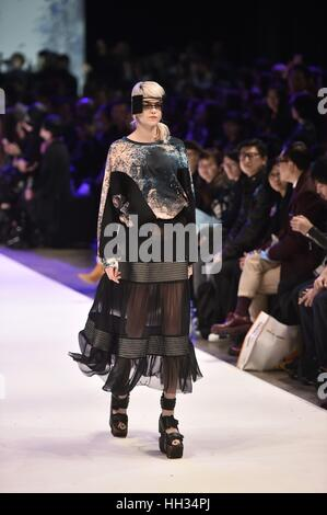 Hong Kong, China. 16th Jan, 2017. A model presents fashion creations during the 48th Hong Kong Fashion Week for - Stock Photo