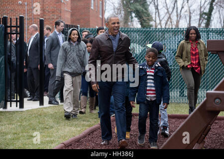 Washington, USA. 16th January, 2017.US President Barack Obama and US First Lady Michelle Obama arrive with children - Stock Photo