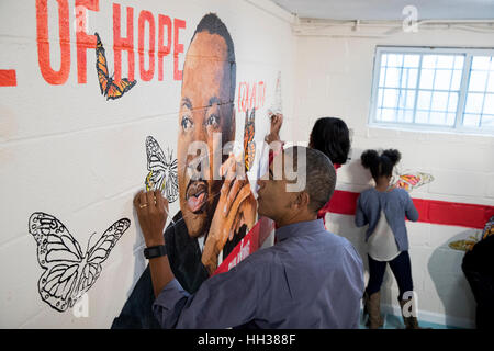 Washington, USA. 16th January, 2017.US President Barack Obama and First Lady Michelle Obama help paint a mural depicting - Stock Photo