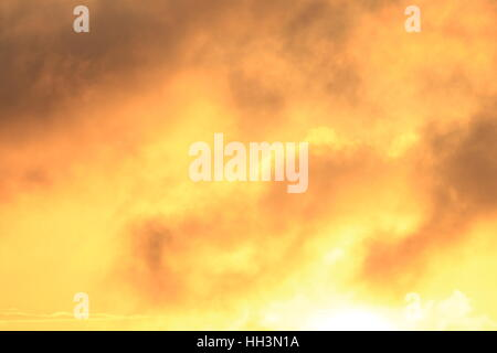 Sonnenuntergang mit Wolken - Stock Photo