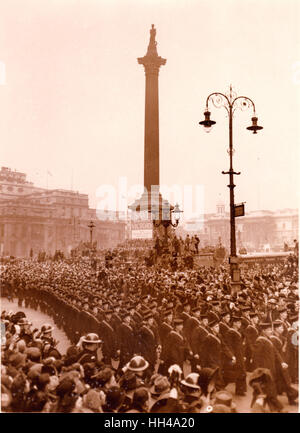 Graf Spee victory parade passes Nelsons Column. Trafalgar Square.23.2.1940 Officer and crew of HMS Exeter  HMS Ajax - Stock Photo