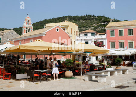 Cafés and restaurants in main square of Gaios town, Paxos, Ionian Islands, Greek Islands, Greece, Europe - Stock Photo