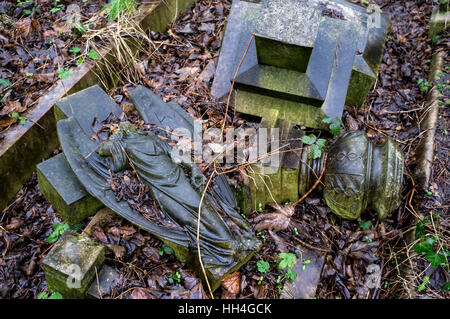 London, UK. 15th Jan, 2017. Tower Hamlets Cemetery Park is a historic cemetery located in Bow in the East End of - Stock Photo