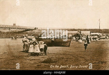 People on the beach on Barry Island, Vale of Glamorgan, South Wales, UK. - Stock Photo