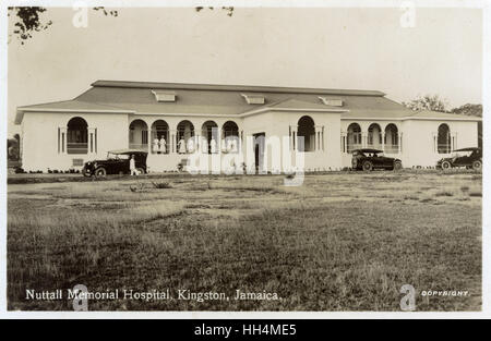 Nuttall Memorial Hospital, Kingston, Jamaica, West Indies, with nurses on the terrace and cars parked in front. - Stock Photo