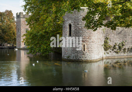 The gatehouse and ramparts of the Bishops Palace reflected in the Palace moat, Wells, Somerset, England - Stock Photo