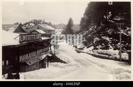Mall Road, Murree Hill Station, with Lintott's Cafe on the left, with snow on the ground, Punjab Province, British - Stock Photo