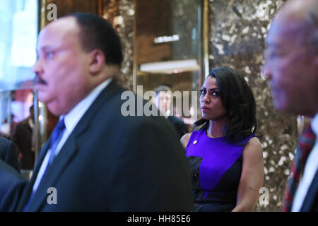New York, NY. 16th Jan, 2017. Omarosa Manigault (second from right) looks as Martin Luther King III (l) speaks to - Stock Photo