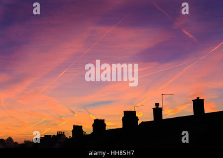 Forest Hill, London, UK. 18th January 2017. A cold and frosty start to the day, as the sun slowly rises in colourful - Stock Photo